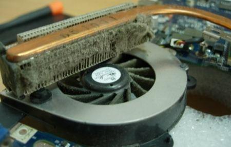 Система охлаждения ноутбука в пыли