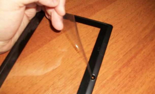 Защитная пленка на экране планшета