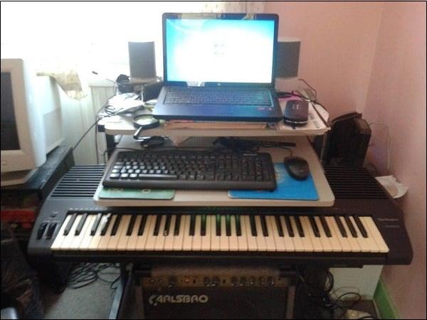 Фото MIDI подключенного к ноутбуку