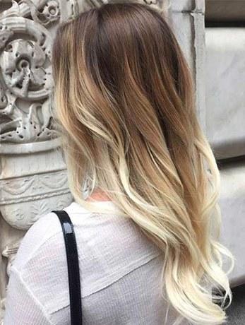 Крашеная блондинка сзади
