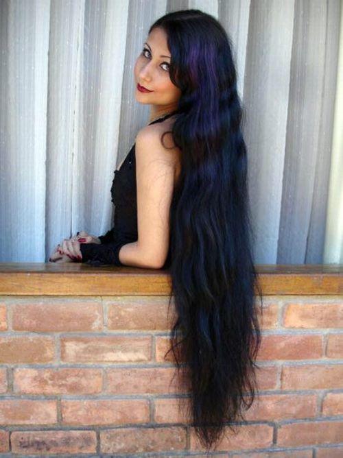Девушка с длинными волосами на аву 26