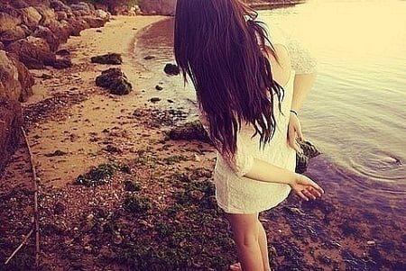 Девушка с длинными волосами на аву 33