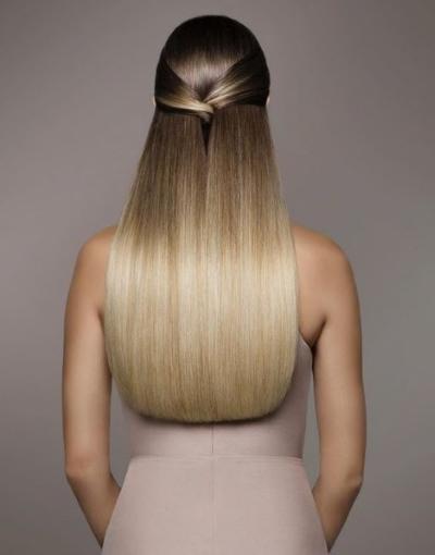 Девушка с длинными волосами на аву 6