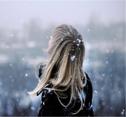 Девушка с длинными волосами на аву 10