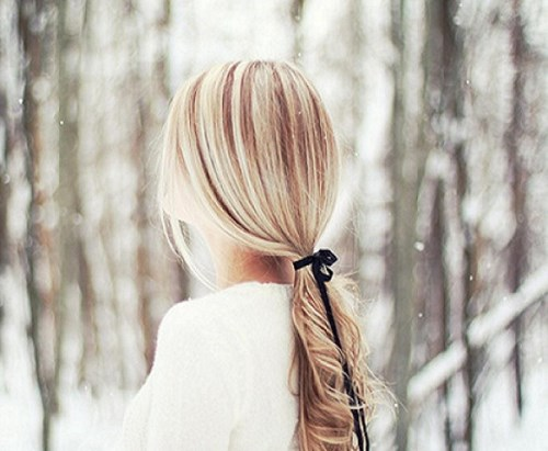 Девушка с длинными волосами на аву 11