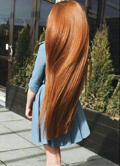 Девушка с длинными волосами на аву 12