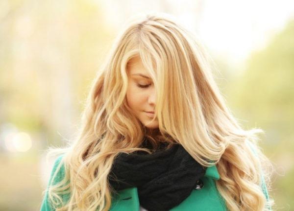 Девушка с длинными волосами на аву 18
