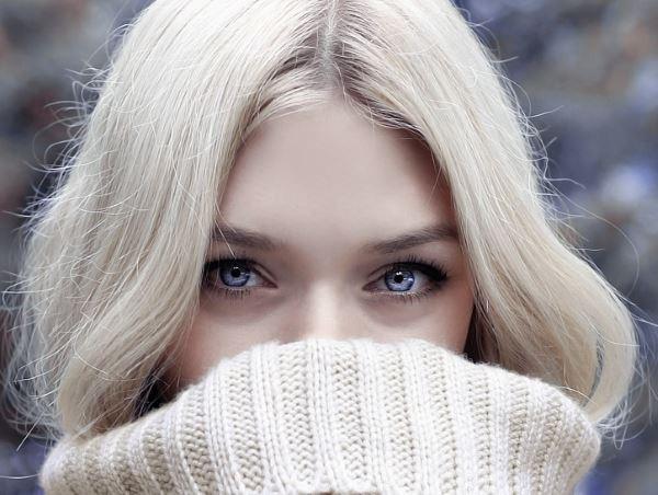 Девушка с длинными волосами на аву 22