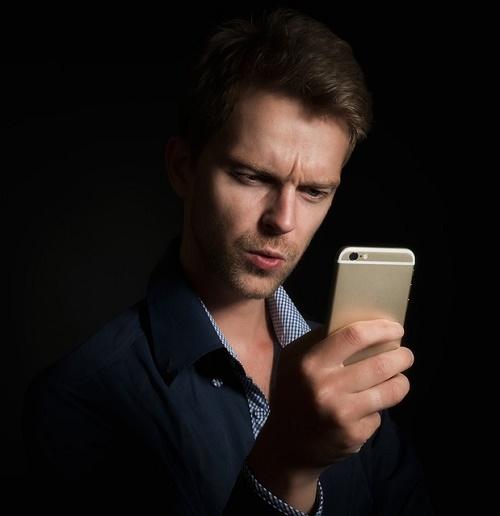 Мужчина с телефоном