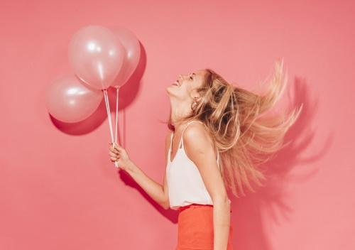 Девушка с шариками