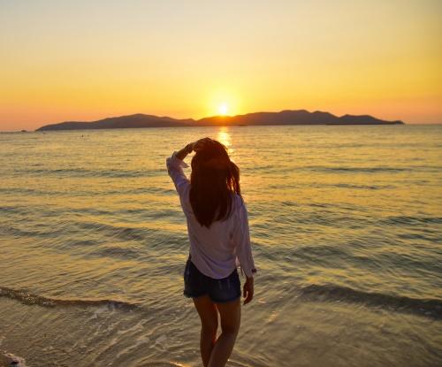 Девушка восход солнца