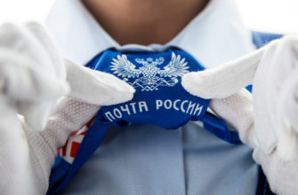Эмблема Почты России на галстуке