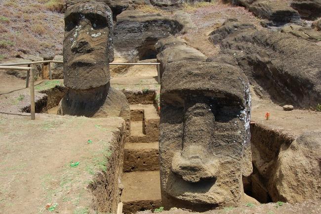 Извлечение моаи из-под земли