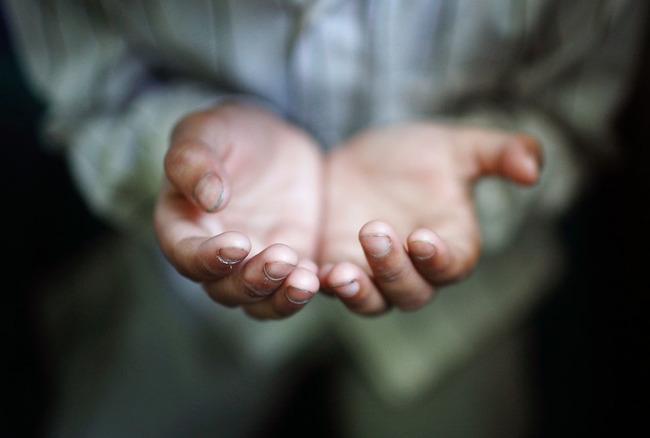 Сложенные для молитвы-дуа руки