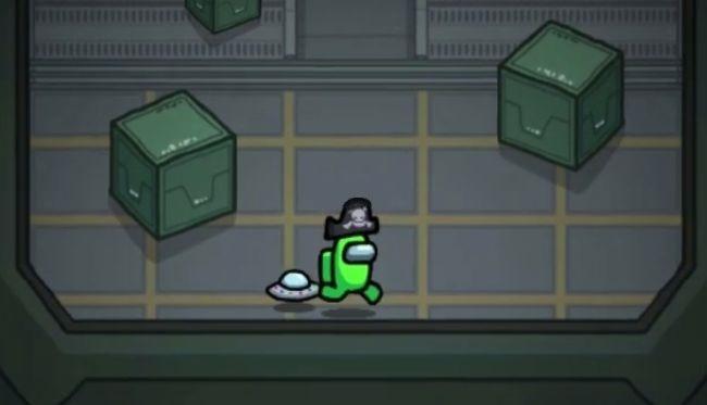 Геймер и его НЛО бегут по кораблю