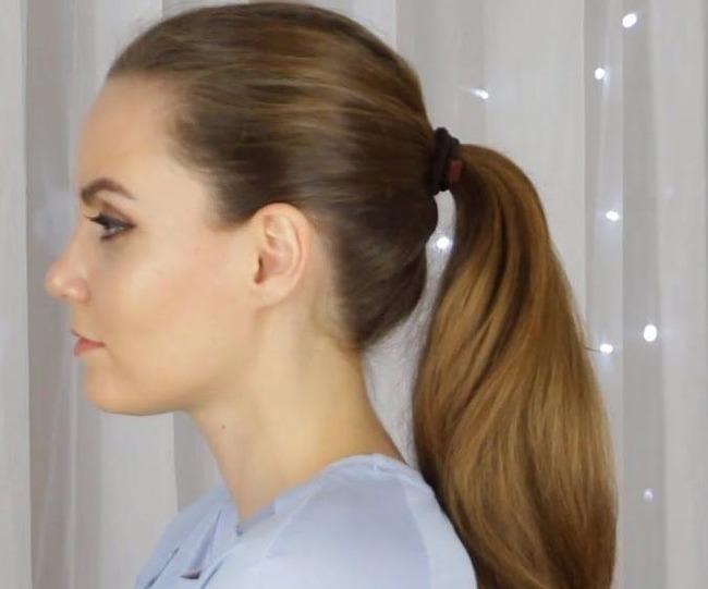 Плотно прилегающие к голове волоски на фото девушки