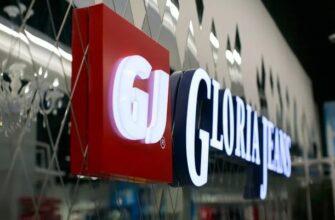 Логотип GJ на вывеске магазина
