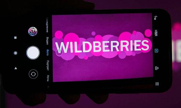 Логотип Wildberries на экране смартфона
