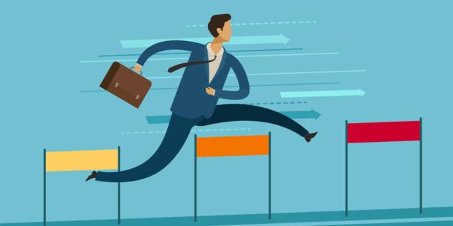 Картинка с бегущим человеком в костюме
