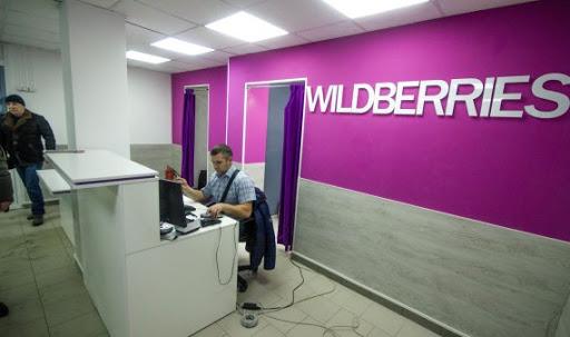Мужчина в офисе Wildberries
