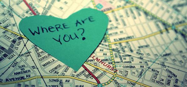 Карта с вырезанным сердцем