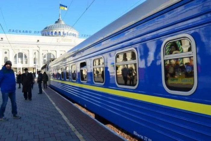 Пассажиры заходят в поезд