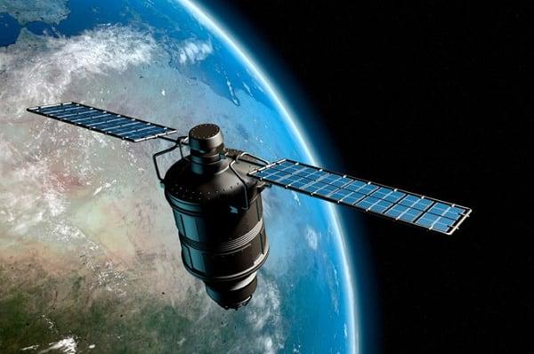 Спутники, позволяющие получать картинку какой-либо местности в реальном времени, используются преимущественно в военных целях